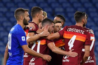 AS Roma's French midfielder Jordan Veretout (C) celebrates with his team mates after scoring the second penalty during the italian Serie A football match AS Roma vs Fiorentina, on July 26, 2020 at the Olympic stadium in Rome. (Photo by Andreas SOLARO / AFP) (Photo by ANDREAS SOLARO/AFP via Getty Images)