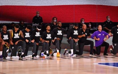 È ripartita la Nba, giocatori in ginocchio contro il razzismo. FOTO