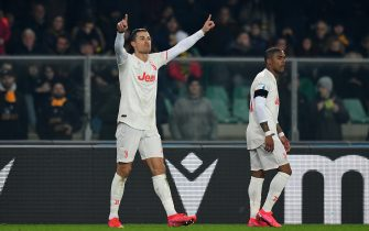 VERONA, ITALY - FEBRUARY 08:  Cristiano Ronaldo of Juventus  celebrates after scoring the opening goal during the Serie A match between Hellas Verona and  Juventus at Stadio Marcantonio Bentegodi on February 8, 2020 in Verona, Italy.  (Photo by Alessandro Sabattini/Getty Images)