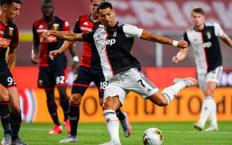 GENOA, ITALY - JUNE 30: Cristiano Ronaldo of Juventus (center) shoots at goal during the Serie A match between Genoa CFC and Juventus FC at Stadio Luigi Ferraris on June 30, 2020 in Genoa, Italy. (Photo by Paolo Rattini/Getty Images)
