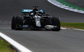 NORTHAMPTON, ENGLAND - AUGUST 01: Lewis Hamilton of Great Britain driving the (44) Mercedes AMG Petronas F1 Team Mercedes W11 during qualifying for the F1 Grand Prix of Great Britain at Silverstone on August 01, 2020 in Northampton, England. (Photo by Rudy Carezzevoli/Getty Images)
