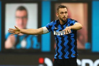 MILAN, ITALY - JULY 28:  Stefan De Vrij of FC Internazionale gestures during the Serie A match between FC Internazionale and SSC Napoli at Stadio Giuseppe Meazza on July 28, 2020 in Milan, Italy.  (Photo by Marco Luzzani/Getty Images)