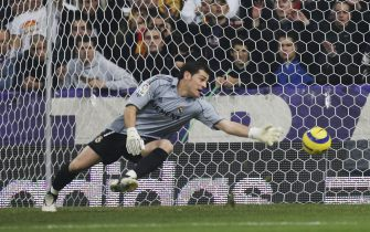 MADRID, SPAIN - NOVEMBER 19: Real Madrid goalkeeper Iker Casillas fails to save a goal by  Barcelona during a Primera Liga match between Real Madrid and F.C. Barcelona at the Bernabeu on November 19, 2005 in Madrid, Spain.  (Photo by Denis Doyle/Getty Images)
