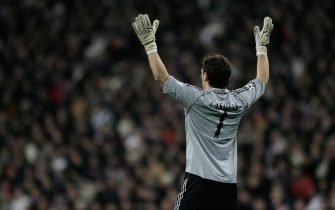 MADRID, SPAIN - FEBRUARY 21:  Iker Casillas the Madrid Goalkeeper reacts to action up the pitch during the UEFA Champions League Round of 16, First Leg match between Real Madrid and Arsenal at the Santiago Bernabeu Stadium on February 21, 2006 in Madrid, Spain.  (Photo by Richard Heathcote/Getty Images)