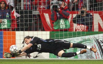 Munich, GERMANY: Real Madrid's Spanish goalkeeper Iker Casillas makes a save during their last sixteen second leg Champion's League football match at the Allianz Arena in Munich 07 March 2007. AFP PHOTO JOHN MACDOUGALL (Photo credit should read JOHN MACDOUGALL/AFP via Getty Images)