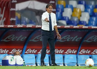 NAPLES, ITALY - AUGUST 01: (BILD ZEITUNG OUT) Head coach Simone Inzaghi of SS Lazio gestures during the Serie A match between SSC Napoli and SS Lazio at Stadio San Paolo on August 1, 2020 in Naples, Italy. (Photo by Matteo Ciambelli/DeFodi Images via Getty Images)