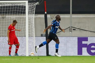 DUESSELDORF, GERMANY - AUGUST 10: Romelu Lukaku of Inter Milan celebrates after scoring his sides second goal during the UEFA Europa League Quarter Final between FC Internazionale and Bayer 04 Leverkusen at Merkur Spiel-Arena on August 10, 2020 in Duesseldorf, Germany. (Photo by Dean Mouhtaropoulos/Getty Images)