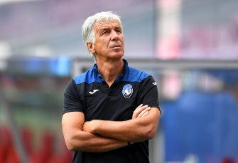 LISBON, PORTUGAL - AUGUST 11: Gian Piero Gasperini, Manager of Atalanta looks on during the Atalanta walk around ahead of the UEFA Champions League Quarter Final match between Atalanta and PSG at Estadio do Sport Lisboa e Benfica on August 11, 2020 in Lisbon, Portugal. (Photo by David Ramos/Getty Images)