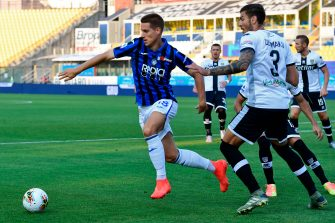 Atalanta's Croatian midfielder Mario Pasalic (L) vies with Parma's Albanian defender Kastriot Dermaku during the Italian Serie A football match Parma vs Atalanta played behind closed doors at the Ennio-Tardini stadium in Parma, on July 28, 2020. (Photo by MIGUEL MEDINA / AFP) (Photo by MIGUEL MEDINA/AFP via Getty Images)