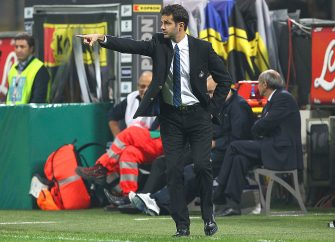 MILAN, ITALY - OCTOBER 25:  FC Internazionale Milano manager Andrea Stramaccioni issues instructions to his players during the UEFA Europa League group H match between FC Internazionale Milano and  FK Partizan on October 25, 2012 in Milan, Italy.  (Photo by Marco Luzzani/Getty Images)