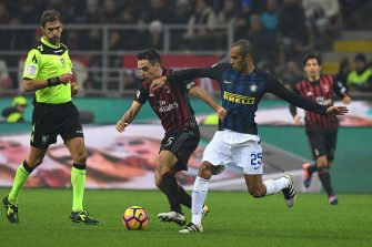 MILAN, ITALY - NOVEMBER 20:  Giacomo Bonaventura (L) of AC Milan is challenged by Joao Miranda of FC Internazionale during the Serie A match between AC Milan and FC Internazionale at Stadio Giuseppe Meazza on November 20, 2016 in Milan, Italy.  (Photo by Valerio Pennicino/Getty Images)