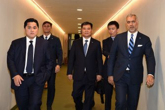 MILAN, ITALY - SEPTEMBER 18:  Vice President of FC Internazionale Javier Zanetti, Chairman of Suning holdings group Zhang Jindong, FC Internazionale President Erick Thohir, CEO Michael Bolingbroke and FC Internazionale board member Steven Zhang and attend the Serie A match between FC Internazionale and Juventus FC at Stadio Giuseppe Meazza on September 18, 2016 in Milan, Italy.  (Photo by Pier Marco Tacca - Inter/Inter via Getty Images)