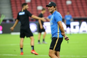 SINGAPORE - JULY 19:  Inter Milan manager, Antonio Conte conducts training during the Inter Milan Official Training/Press Conference at the Singapore National Stadium on July 19, 2019 in Singapore.  (Photo by Suhaimi Abdullah/International Champions Cup/Getty Images)