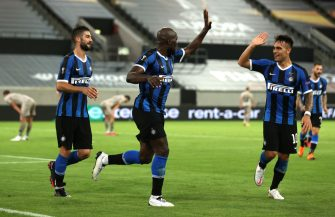 DUESSELDORF, GERMANY - AUGUST 17: Romelu Lukaku of Inter Milan celebrates with Lautaro Martinez after scoring his team's fourth goal during the UEFA Europa League Semi Final between Internazionale and Shakhtar Donetsk at Merkur Spiel-Arena (Duesseldorf Arena) on August 17, 2020 in Duesseldorf, Germany. (Photo by Lars Baron/Getty Images)