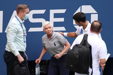 Us Open, Djokovic espulso per aver colpito giudice con la pallina FOTO