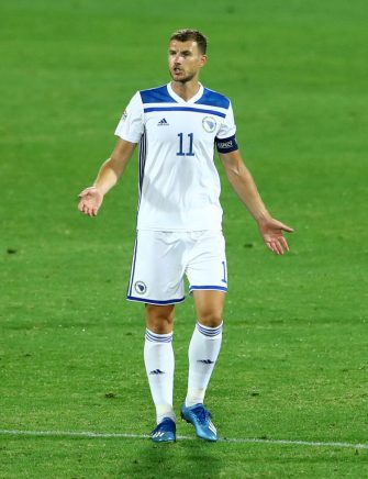 FLORENCE, ITALY - SEPTEMBER 04: (BILD ZEITUNG OUT) Edin Dzeko of Bosnia and Herzegovina gestures during the UEFA Nations League group stage match between Italy and Bosnia and Herzegovina at Artemio Franchi on September 4, 2020 in Florence, Italy. (Photo by Matteo Ciambelli/DeFodi Images via Getty Images)