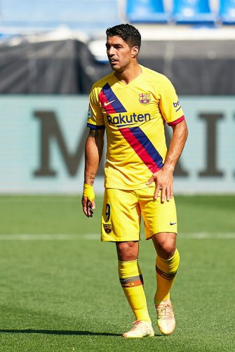 VITORIA-GASTEIZ, SPAIN - JULY 19: Luis Suarez of FC Barcelona looks on during the Liga match between Deportivo Alaves and FC Barcelona at Estadio de Mendizorroza on July 19, 2020 in Vitoria-Gasteiz, Spain. (Photo by Pedro Salado/Quality Sport Images/Getty Images)