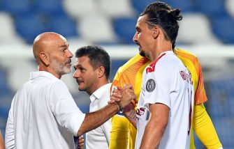 REGGIO NELL'EMILIA, ITALY - JULY 21: Stefano Pioli head coach of AC Milan and Zlatan Ibrahimovic of AC Milan celebrate the victory after the Serie A match between US Sassuolo and AC Milan at Mapei Stadium - Città del Tricolore on July 21, 2020 in Reggio nell'Emilia, Italy. (Photo by Alessandro Sabattini/Getty Images)