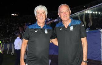 Il patron dell'Atalanta Antonio Percassi (D) con l'allenatore Gian Piero Gasperini durante il saluto della squadra ai tifosi, Bergamo, 25 luglio 2019. ANSA/SIMONE VENEZIA