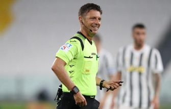 TURIN, ITALY - AUGUST 01: The referee Gianluca Rocchi smiles on what would be his final appearance in the top flight during the Serie A match between Juventus and AS Roma on August 01, 2020 in Turin, Italy. (Photo by Jonathan Moscrop/Getty Images)