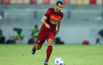 FROSINONE, ITALY - SEPTEMBER 09: (BILD ZEITUNG OUT) Henrikh Mkhitaryan of AS Roma controls the ball during the Pre-Season friendly match between Frosinone Calcio and AS Roma at Stadio Benito Stirpe on September 9, 2020 in Frosinone, Italy. (Photo by Matteo Ciambelli/DeFodi Images via Getty Images)