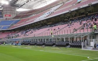 I primi spettatori ammessi ad accedere allo Stadio dopo il lock-down prima dell'amichevole Inter vs Pisa, allo Stadio Meazza di Milano il 19 Settembre 2020. ANSA/ROBERTO BREGANI
