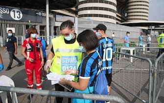 Controlli per I primi spettatori ammessi ad accedere allo Stadio dopo il lock-down prima dell'amichevole Inter vs Pisa, allo Stadio Meazza di Milano il 19 Settembre 2020. ANSA/ROBERTO BREGANI
