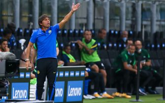 """MILAN, ITALY - SEPTEMBER 19: trainer coach Antonio Conte of Internazionale  during the friendly match between FC Internazionale and SC Pisa at Stadio Giuseppe Meazza on september 19, 2020 in Milan, Italy. (Photo by Ciro Santangelo/BSR Agency/Getty Images)""""n"""
