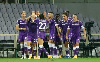 FLORENCE, ITALY - SEPTEMBER 19: (BILD ZEITUNG OUT) Gaetano Castrovilli of ACF Fiorentina celebrates after scoring his team's first goal with team mates during the Serie A match between ACF Fiorentina and Torino FC at Stadio Artemio Franchi on September 19, 2020 in Florence, Italy. (Photo by Matteo Ciambelli/DeFodi Images via Getty Images)