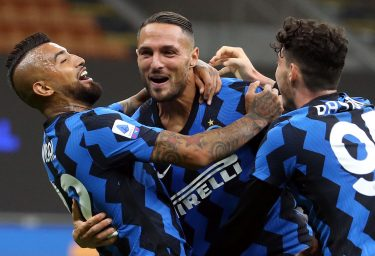 Inter Milan's Danilo D'Ambrosio (C) jubilates with his teammates after scoring the goal during the Italian Serie A soccer match Inter FC vs ACF Fiorentina at the Giuseppe Meazza stadium in Milan, Italy, 26 September 2020. ANSA/MATTEO BAZZI