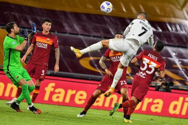 Juventus' Portuguese forward Cristiano Ronaldo (Top R) heads the ball to score an equalizer past Roma's Italian goalkeeper Antonio Mirante (L) during the Italian Serie A football match Roma vs Juventus on September 27, 2020 at the Olympic stadium in Rome. (Photo by Tiziana FABI / AFP) (Photo by TIZIANA FABI/AFP via Getty Images)