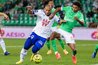 SAINT-ETIENNE, FRANCE - SEPTEMBER 12: Idriss Saadi of Racing Strasbourg (L) battles for the ball with Wesley Fofana of Saint-Ã tienne (R) during the Ligue 1 match between Saint Etienne v Strasbourg at Stade Geoffroy-Guichard on September 12, 2020 in Saint-Etienne, France. (Photo by Marcio Machado/Getty Images)