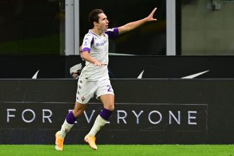 Fiorentina's Italian forward Federico Chiesa celebrates after scoring during the Italian Serie A football match Inter vs Fiorentina on September 26, 2020 at the Giuseppe-Meazza (San Siro) stadium in Milan. (Photo by MIGUEL MEDINA / AFP) (Photo by MIGUEL MEDINA/AFP via Getty Images)
