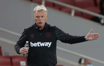 West Ham United's Scottish manager David Moyes gestures from the touchline during the English Premier League football match between Arsenal and West Ham United at the Emirates Stadium in London on September 19, 2020. (Photo by IAN WALTON / POOL / AFP) / RESTRICTED TO EDITORIAL USE. No use with unauthorized audio, video, data, fixture lists, club/league logos or 'live' services. Online in-match use limited to 120 images. An additional 40 images may be used in extra time. No video emulation. Social media in-match use limited to 120 images. An additional 40 images may be used in extra time. No use in betting publications, games or single club/league/player publications. /  (Photo by IAN WALTON/POOL/AFP via Getty Images)