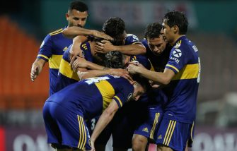 MEDELLIN, COLOMBIA - SEPTEMBER 24: Eduardo Salvio of Boca Juniors celebrates with teammates after scoring his team's first goal during a group H match of Copa CONMEBOL Libertadores 2020 between Independiente Medellin and Boca Juniors at Estadio Atanasio Girardot on September 24, 2020 in Medellin, Colombia. (Photo by Fernado Vergara-Pool/Getty Images)