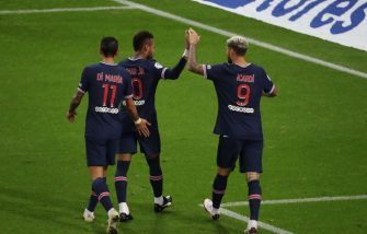 REIMS, FRANCE-SEPTEMBER 27: Mauro Icardi of Paris Saint-Germain (PSG) celebrates his second goal with Neymar Jr, Angel Di Maria, Kylian Mbappe and teammattes during the Ligue 1 match between Stade Reims and Paris Saint-Germain (PSG) at Stade Auguste Delaune on September 27, 2020 in Reims, France. (Photo by Xavier Laine/Getty Images)