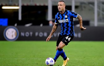 MILAN, ITALY - SEPTEMBER 26: Radja Nainggolan of FC Internazionale  during the Italian Serie A   match between Internazionale v Fiorentina at the San Siro on September 26, 2020 in Milan Italy (Photo by Mattia Ozbot/Soccrates/Getty Images)