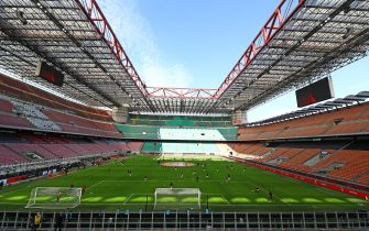 MILAN, ITALY - MARCH 08:  AC Milan and Genoa CFC players warm up in the empty stadium after rules to limit the spread of Covid-19 have been put in place before the Serie A match between AC Milan and Genoa CFC at Stadio Giuseppe Meazza (also known as the San Siro stadium) on March 8, 2020 in Milan, Italy.  (Photo by Marco Luzzani/Getty Images)