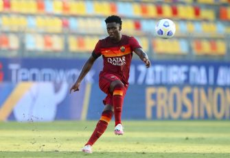 FROSINONE, ITALY - SEPTEMBER 09: (BILD ZEITUNG OUT) Amadou Diawara of AS Roma controls the ball during the Pre-Season friendly match between Frosinone Calcio and AS Roma at Stadio Benito Stirpe on September 9, 2020 in Frosinone, Italy. (Photo by Matteo Ciambelli/DeFodi Images via Getty Images)