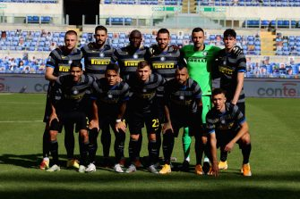 ROME, ITALY - OCTOBER 04: FC Internazionale team poses during the Serie A match between SS Lazio and FC Internazionale at Stadio Olimpico on October 4, 2020 in Rome, Italy.  (Photo by Paolo Bruno/Getty Images)