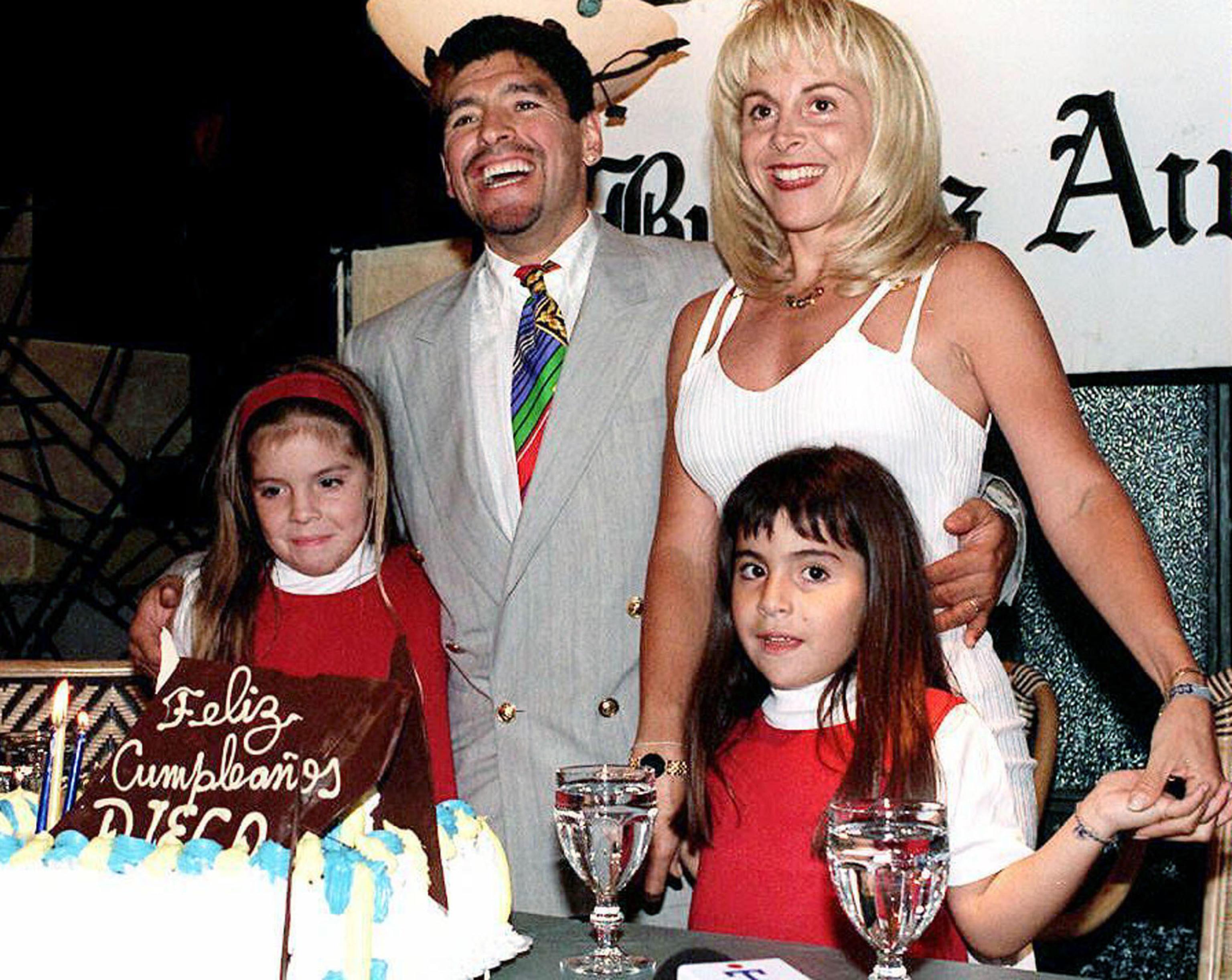 Morto Diego Armando Maradona, l'ex moglie e le donne della ...