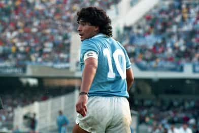 """Maradona, Macron: """"Genio del calcio. La mano di Dio se l'è ripreso"""""""
