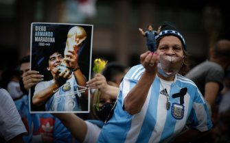 epa08843113 Thousands wait for the opening of the funeral chapel of soccer legend Diego Armando Maradona installed at the Casa Rosada in Buenos Aires, Argentina, 26 November 2020. Maradona died on 25 November aged 60 following a heart attack.  EPA/JUAN IGNACIO RONCORONI