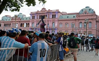 Fans wait to enter the Government House to pay tribute to late football legend Diego Armando Maradona in Buenos Aires, on November 26, 2020. - Diego Maradona's coffin arrived at the presidential palace in Buenos Aires for a period of lying in state, TV reports showed, following the death of the Argentine football legend aged 60 on November 25. Hundreds of people were already lining up to pay their respects to Maradona, who died while recovering from a brain operation, the images from sports channels TyC and ESPN showed. (Photo by ALEJANDRO PAGNI / AFP) (Photo by ALEJANDRO PAGNI/AFP via Getty Images)