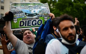 Diego Maradona's fans wait to enter the Government House to pay tribute to late football legend Diego Armando Maradona in Buenos Aires, on November 26, 2020. - Diego Maradona's coffin arrived at the presidential palace in Buenos Aires for a period of lying in state, TV reports showed, following the death of the Argentine football legend aged 60 on November 25. Hundreds of people were already lining up to pay their respects to Maradona, who died while recovering from a brain operation, the images from sports channels TyC and ESPN showed. (Photo by RONALDO SCHEMIDT / AFP) (Photo by RONALDO SCHEMIDT/AFP via Getty Images)