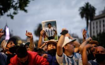 epaselect epa08842899 Thousands wait for the opening of the funeral chapel of soccer legend Diego Armando Maradona installed at the Casa Rosada in Buenos Aires, Argentina, 26 November 2020. Maradona died on 25 November aged 60 following a heart attack.  EPA/JUAN IGNACIO RONCORONI