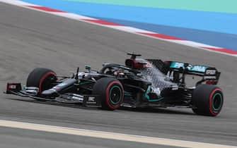 epa08847865 British Formula One driver Lewis Hamilton of Mercedes-AMG Petronas in action during the third practice session of the F1 Grand Prix of Bahrain at Bahrain International Circuit near Manama, Bahrain, 28 November 2020. The Formula One Grand Prix of Bahrain will take place on 29 November 2020.  EPA/TOLGA BOZOGLU / POOL