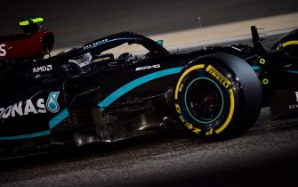 epa08848726 Finnish Formula One driver Valtteri Bottas of Mercedes-AMG Petronas in action during the qualifying session of the F1 Grand Prix of Bahrain at Bahrain International Circuit near Manama, Bahrain, 28 November 2020. The Formula One Grand Prix of Bahrain will take place on 29 November 2020.  EPA/Giuseppe Cacace / Pool