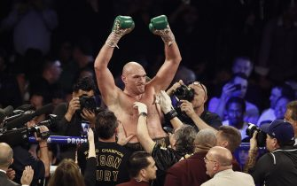 epa08239544 Tyson Fury of Britain (C) reacts after defeating Deontay Wilder of the USA to win the WBC World Heavyweight Championship title fight at the Garden Arena in Las Vegas, Nevada, USA, 22 February 2020.  EPA/ETIENNE LAURENT