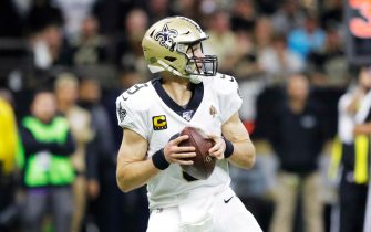 epa08105201 New Orleans Saints quarterback Drew Brees looks to pass against the Minnesota Vikings during the NFL American football NFC Wild Card playoff game at the Mercedes-Benz Superdome in New Orleans, Louisiana, USA, 05 January 2020.  EPA/DAN ANDERSON